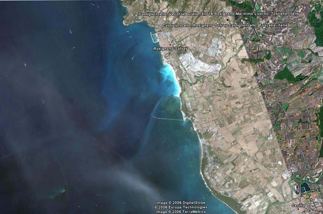 foto dal satellite della costa e delle Secche di Vada - satellite photo of coast and the shoals of Vada - intotheblue.it