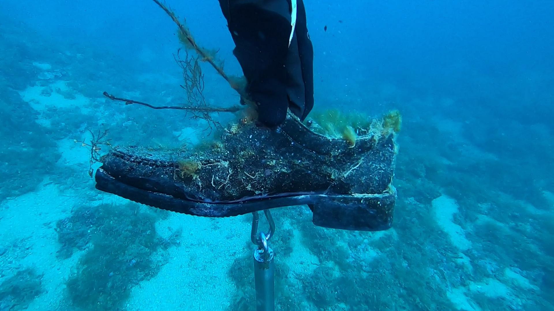 Rispetto del mare - Respect for the sea - intotheblue.it