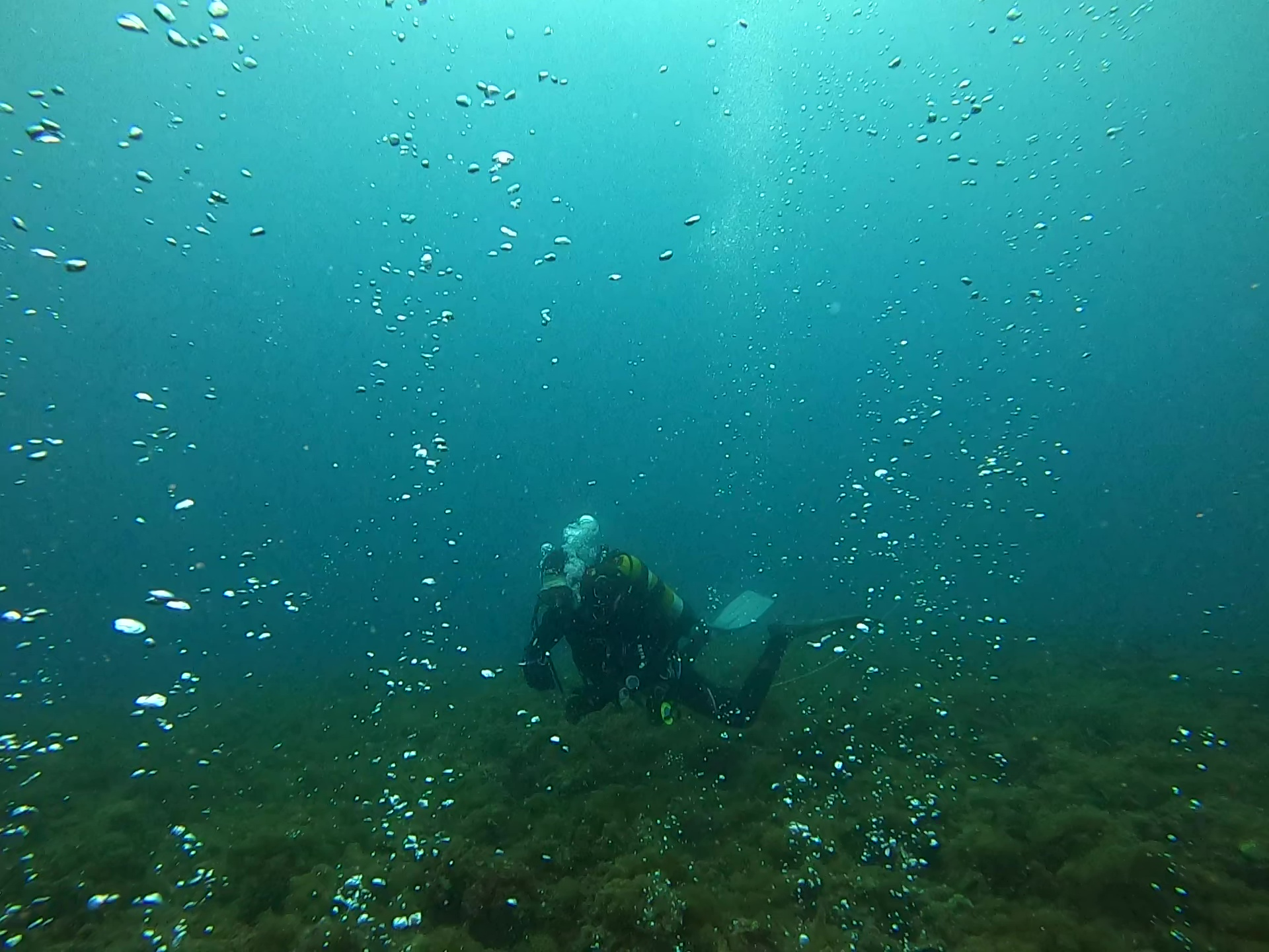 immersione in grotta - cave diving - bolle d'aria - air bubbles - intotheblue.it